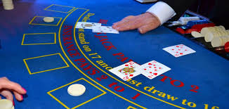 What is roulette? Mention the advantages of playing roulette